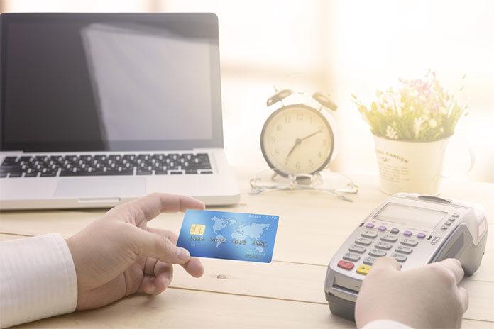 Płatność kartą korzystna dla przedsiębiorców i klientów?