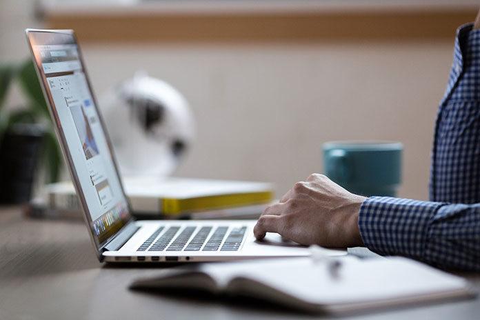 Sprawne fakturowanie - programy i systemy sprzedażowe online