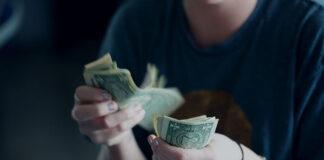 Kredyt konsolidacyjny - co to jest i kiedy z niego skorzystać